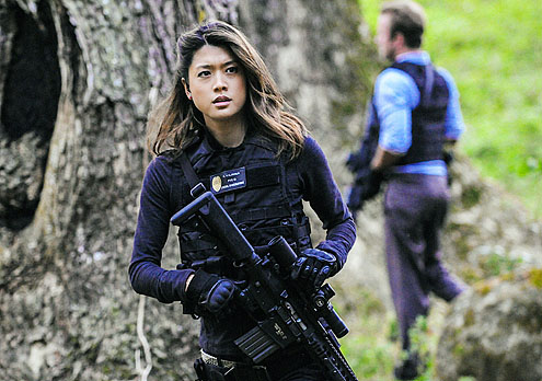 Grace-Park w rifle